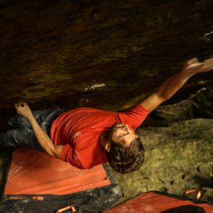 Kletterer beim Bouldern